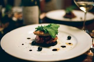 シャラン鴨、ガチョウのフォワグラ、賀茂茄子のソテ ミルフィーユ仕立て   by yamataka