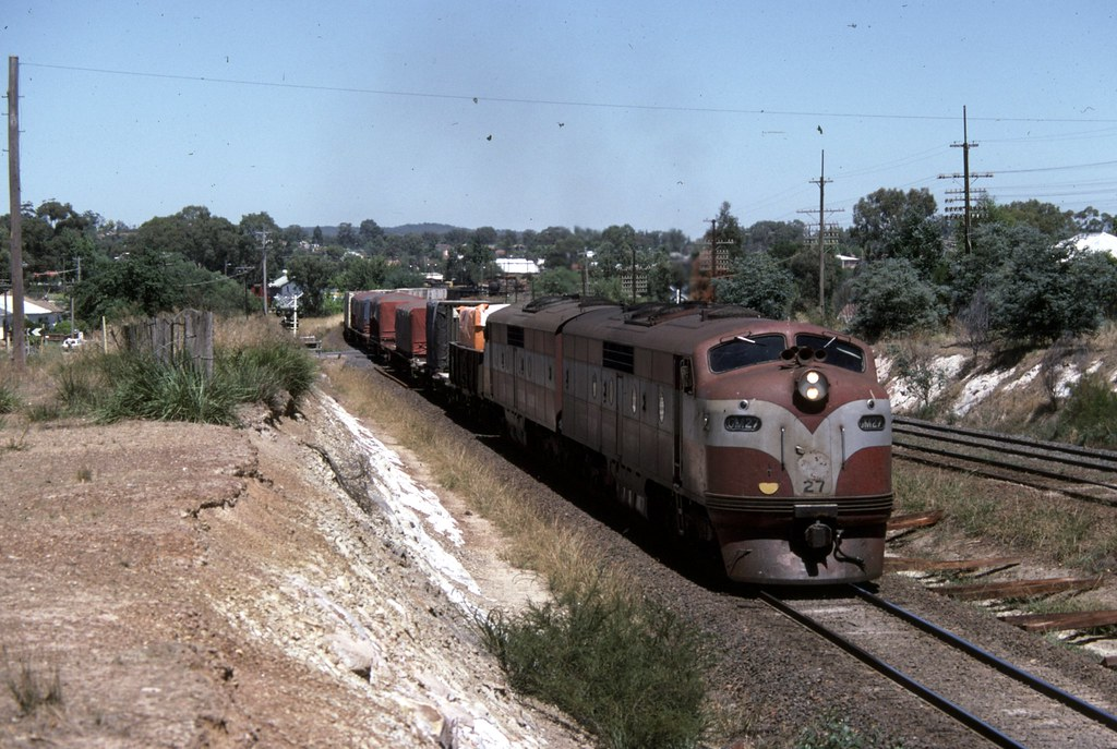 GM27, GM23 at Seymour by Alan Greenhill