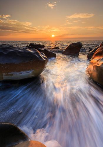 枋山鄉 屏東縣 台灣 456k ef1635mm 6d sunset 夕陽 日落 星芒 海浪 岩石 taiwan 雲彩 雲 cloud sky sun