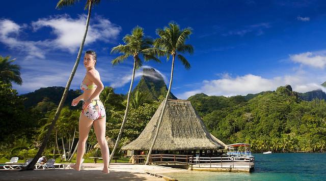 Giantess Katy Perry In Tahiti
