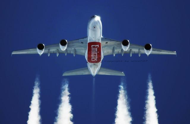 Emirates Airbus 380-800 head on air2air (A6-EDA)