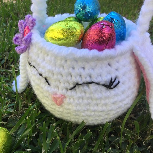 Today it's Good Friday and on Sunday we celebrate the most important Christian day of the year.  For this weekend only you can download the complete pattern to make this cute basket.  It's very quick to make and you don't need too much material to accompl | by chileanhands