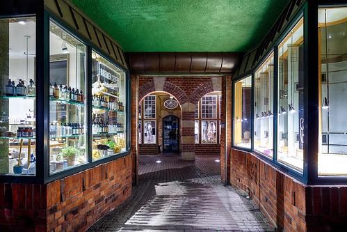 böttcherstrase bremen germany architecture night shot long exposure shops hdr