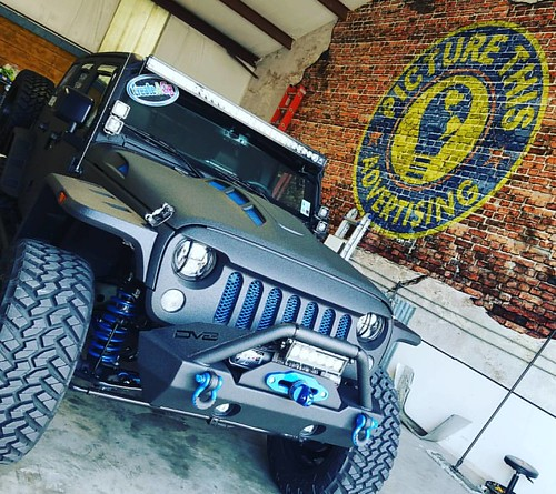 Another fun day at the shop -wrapping the world one vehicle at a time! #lovewhatido #jeeplife #louisianavehiclewraps @picturethisad
