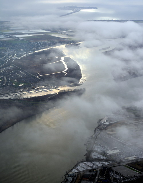 THE FRASER RIVER AND GULF ISLANDS, THROUGH THE AIRPLANE WINDOW.  BC.