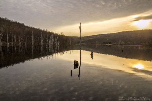 smack53 westmilford newjersey monksvillereservoir reservoir lake water reflections sunrise early morning earlymorning cloudy mountains spring springtime nikon d3100 nikond3100 scenic scenery paintedsky