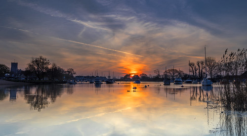 christchurch priory dorset stour river sun sunrise reflection