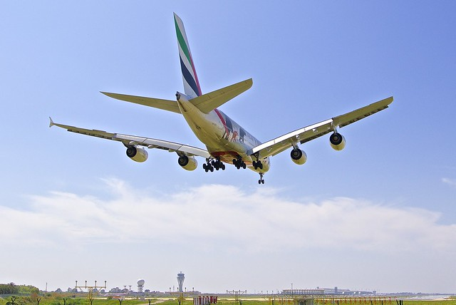 BCN/LEBL: Emirates Airbus A380-861 A6-EDG MSN023