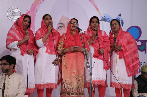 Sindhi devotional song by Geeta and Saathi from Akola