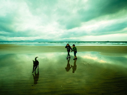 ireland sunset summer dog playing seascape beach kids walking seaside july kerry tralee 2015 landscapephotography bannabeach irishseascape lightandclouds
