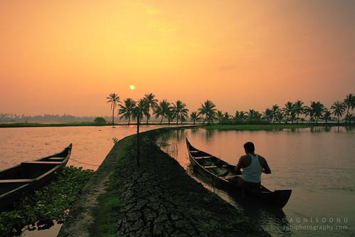 india sunrise boat fishing fisherman kerala kochi agni incredibleindia kadamakkudi