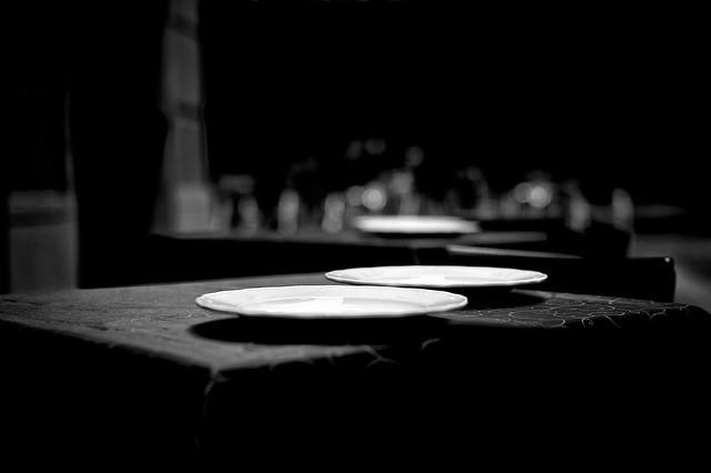 Casi a mesa puesta. Un poco de luz en la calle