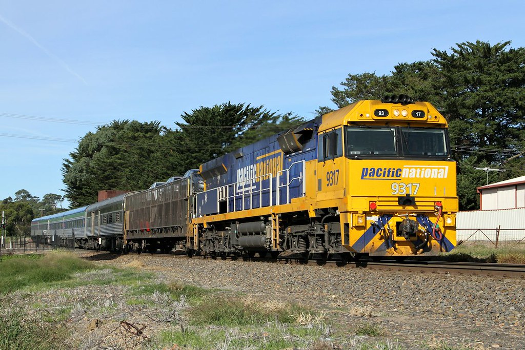 9317 7MA8 Overland Nairne-A 22 03 2014 by Daven Walters