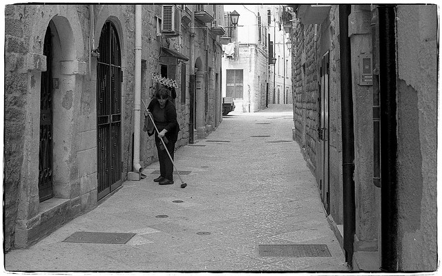 Housework in the alley - Trani