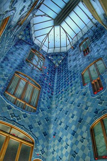 Patio central, Casa Batlló.   by Sergi Huesca
