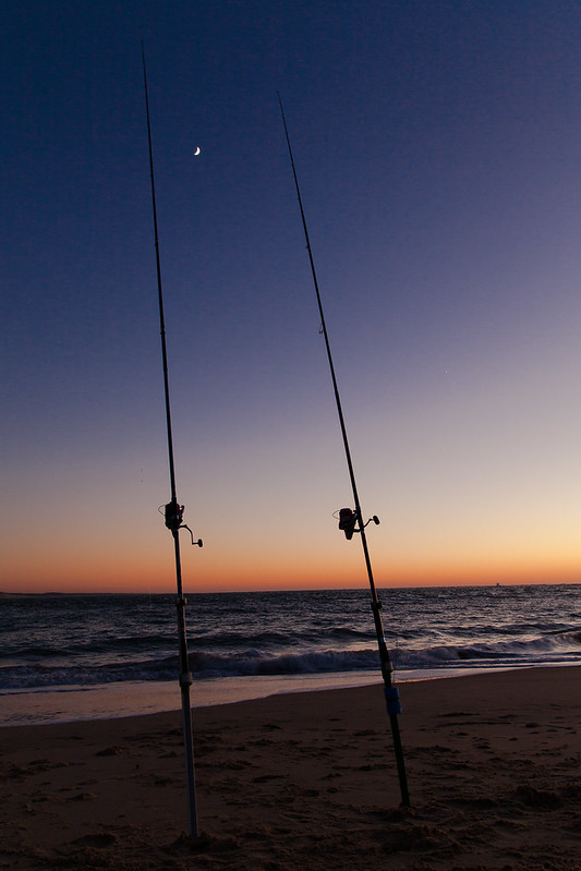 https://www.twin-loc.fr  Cap Ferret - Arcachon - Océan Atlantique - Picture Image Photography - Moon and sunset - Lune et coucher de soleil - Pécheur fisherman