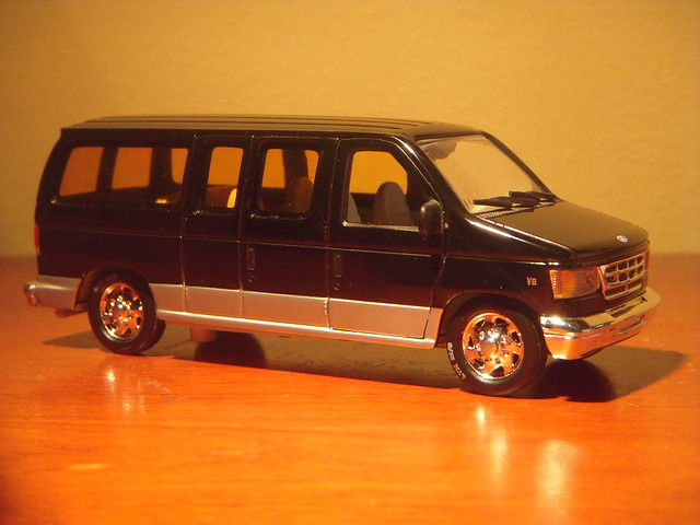2001 Ford E-150 Club Wagon 1:43 Diecast by Unique Replicas