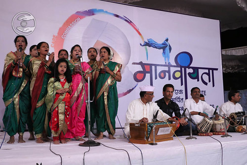 Marathi devotional song by Pooja and Saathi from Badnera