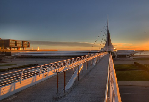 saturday sunrise milwaukee art museum mam wisconsin sheldn canon t2i 550d hdr sun skyblue orange sheldnart copyrightdanielsheldon allrightsreserved wi copyright sheldon danieljsheldon rebel eos 550 license danielsheldon