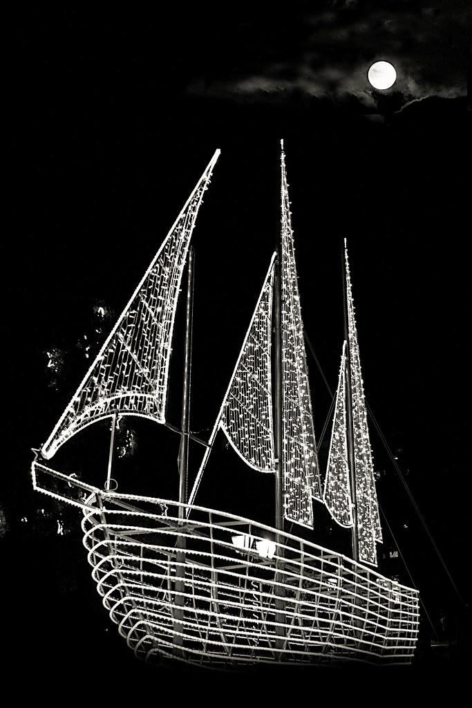 Christmas Boat Greece.Greece Christmas Boat Athens Sintagma Apostolos Delalis