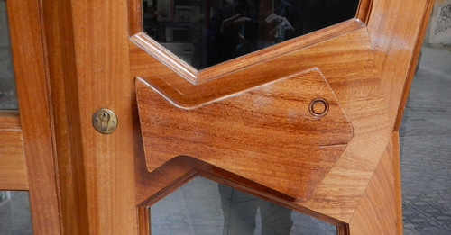 Fish-shaped door handle in Spain