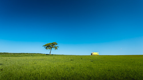 blue tree green field truck landscape photography countryside photo skåne europe photographer image fav50 sweden may bluesky fav20 photograph 100 sverige scandinavia greenfield fav30 f71 17mm skane fav10 ef1740mmf4lusm 2013 fav40 fav60 ¹⁄₂₀₀sec eos5dmarkiii mabrycampbell may312013 201305310h6a2665