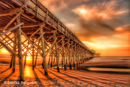 sunrise sun light beach water sand clouds orange yellow pier dock artistic creative wood structure amanecer sol luz playa agua arena nube naranja amarillo muelle artistico creativo landscape paisaje flickrfriday charleston sc usa us catchycolors follybeach southcarolina danieldelgado seascape golden canon danieldelgadophotography