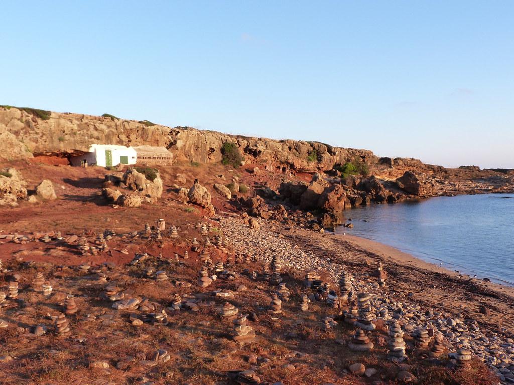 Cales Morts (Cala de los Muertos) | Cala al norte de Menorca… | Flickr