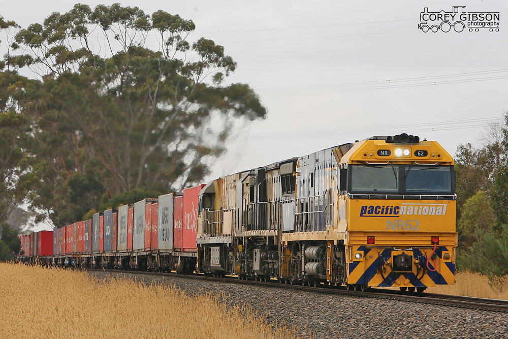 5MA3 at Berrybank with NR62, XRB562 & NR18 by Corey Gibson