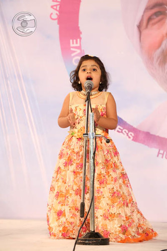 Devotional song by Baby Simran Parkar