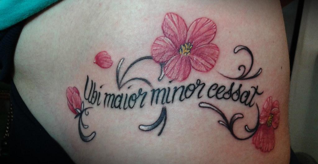 Fiori Tattoo.Scritta Con Fiori Su Anca Fianco Vera Cruz Flickr