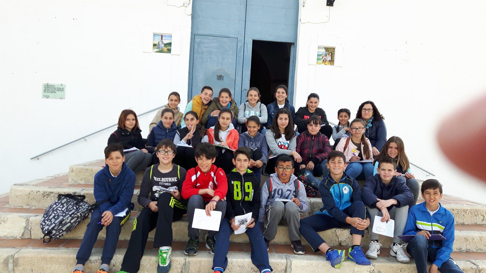 (2017-03-31) - Visita ermita alumnos Pilar, profesora religión 9 Octubre - Marzo -  María Isabel Berenguer Brotons - (02)