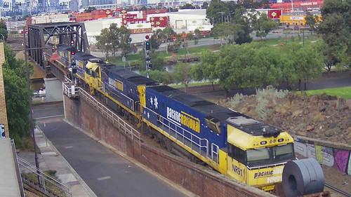 NR69-NR98-NR91 2WM2 Bulk Steel Traffic from Wollongong to Long Island (BHP) at 2017-4-17 | by kkvcamhd