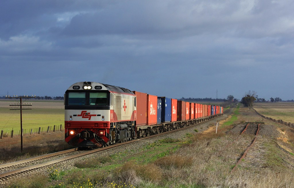 CSR005 has just left the Dooen freight terminal with a full load of containerised hay and grain by bukk05