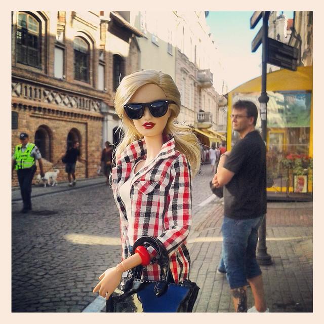 Barbie & Instagram. Vilnius.  Pilies gatvé.