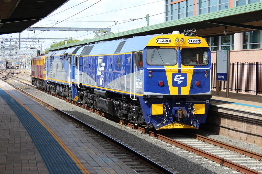 FL220,44208 & 4403 running around by LC1073