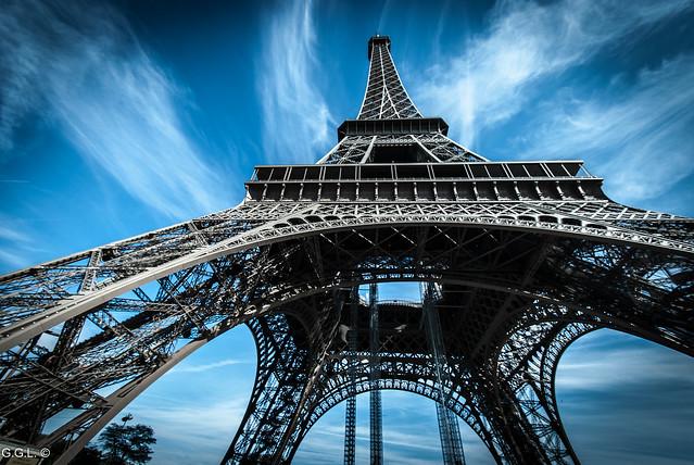 Tour Eiffel. Paris. L'angle de métal.