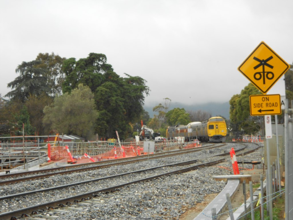 2010/2114/2117/2008 at Goodwood Junction by Samuel Wittwer