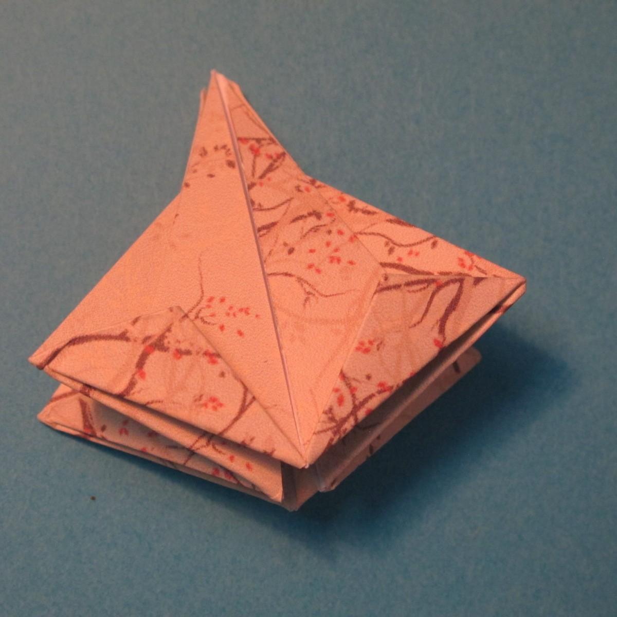 วิธีการพับกระดาษเป็นดาวสี่แฉก 019