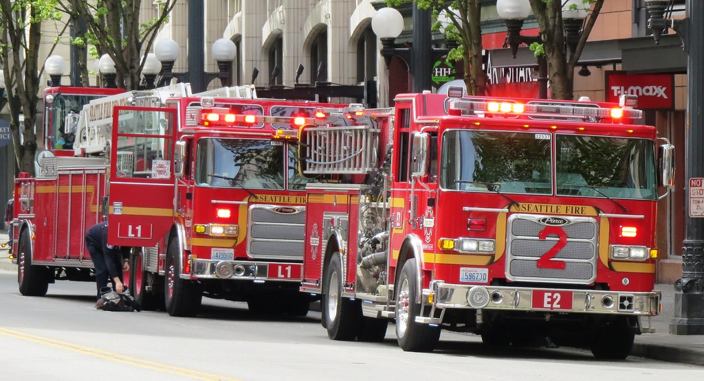 Seattle Fire Department Ladder 1 and Engine 2 | On a call fo