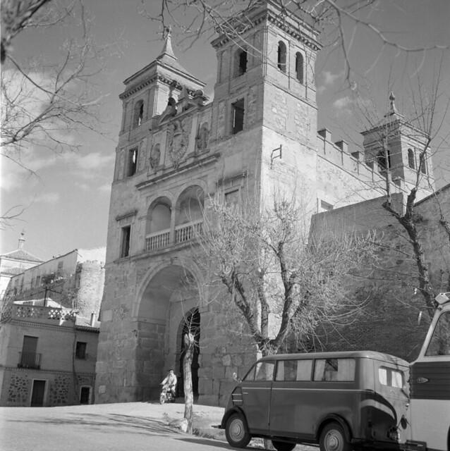Puerta del Cambrón en Toledo en los años 50. Fotografía de Nicolás Muller  © Archivo Regional de la Comunidad de Madrid, fondo fotográfico