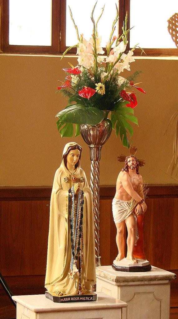 Salame Maria Rosa.La Virgen Y El Cristo De La Capilla Del Cuartel De La Mont