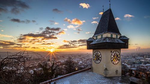 uhrturm winter schlossberg graz styria austria morning sunrise sun snow cold goldenhour sony ilce7m2 voigtländer 15mm super wide angle lens outdoor city cityscape