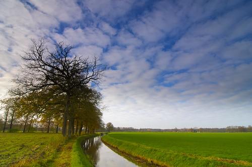 cloud holland nature water netherlands clouds landscape countryside nikon day beek cloudy country natuur tokina1224 farmland tokina lee gras overijssel landschap d300 platteland agrarisch grasland boerenland beekje leefilter jenco