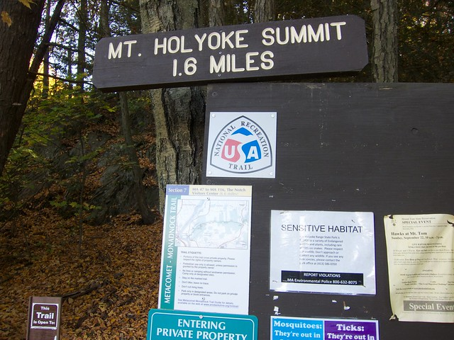 Trailhead Sign: sign map hiking massachusetts mtholyoke holyokerange metacometmonadnocktrail
