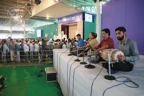 Devotional song by Priya Malik from Punjabi Bagh, Delhi