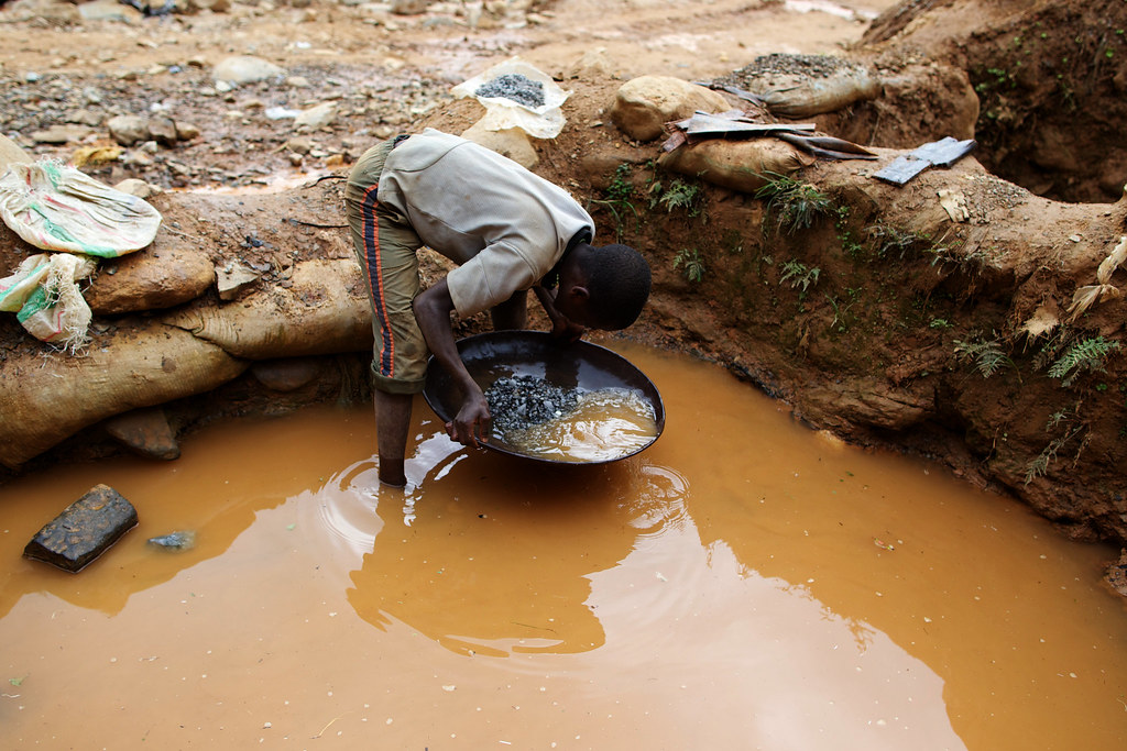 Gold mining in Congo