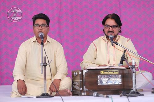 Devotional song by Swaran Baldev and Saathi