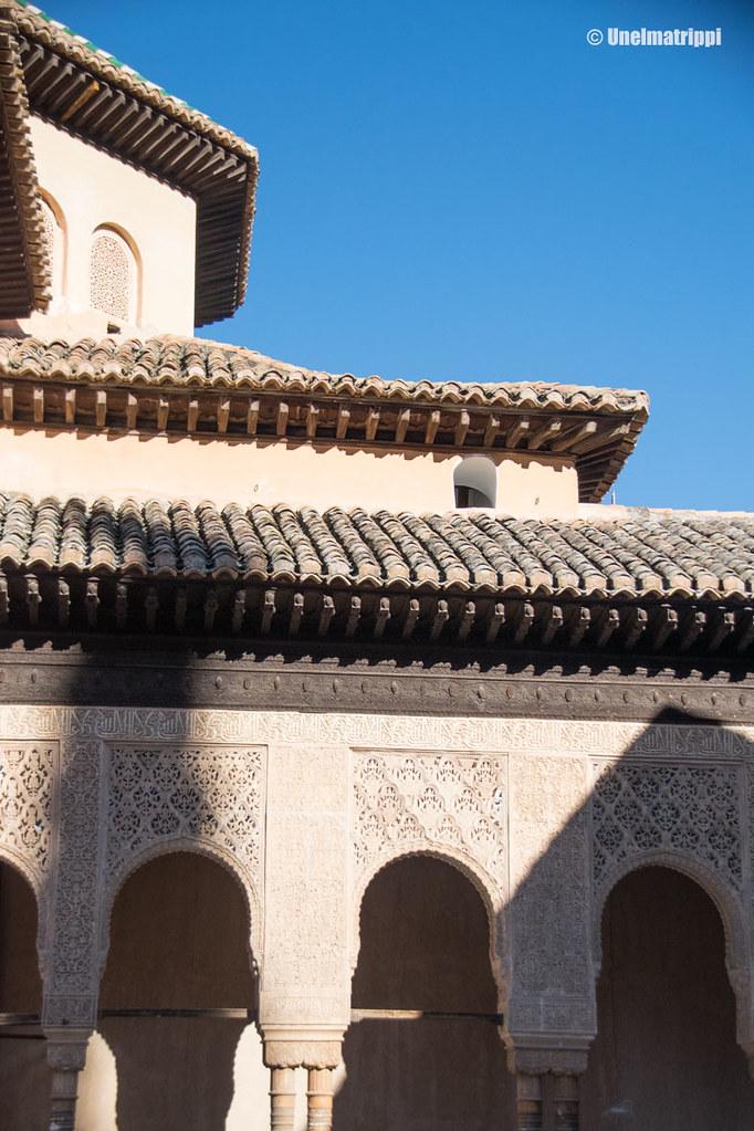 Alhambran pylväitä ja kattokoristeita