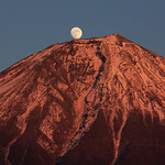 Mt. Fuji and Moon (9K2A8306_LR)